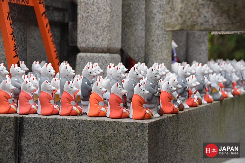 Inari-Füchse als Glücksbringer